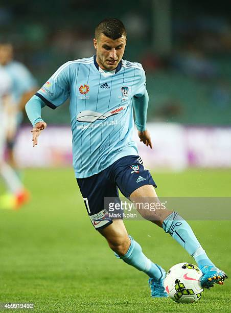 Terry Antonis of Sydney controls the ball during the round 10 ALeague match between Sydney FC and Perth Glory at Allianz Stadium on December 4 2014...