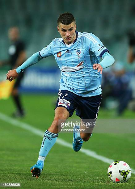 Terry Antonis of Sydney controls the ball during the round 13 ALeague match between Sydney FC and Adelaide United at Allianz Stadium on December 26...
