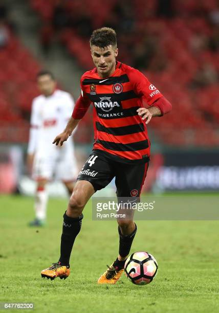 Terry Antonis of the Wanderers looks upfield during the round 22 ALeague match between the Western Sydney Wanderers and Adelaide United at Spotless...