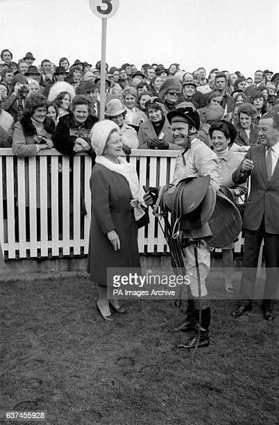 Terry Biddlecombe chats to HRH The Queen Mother after finishing third in the Gold Cup the last race of his career