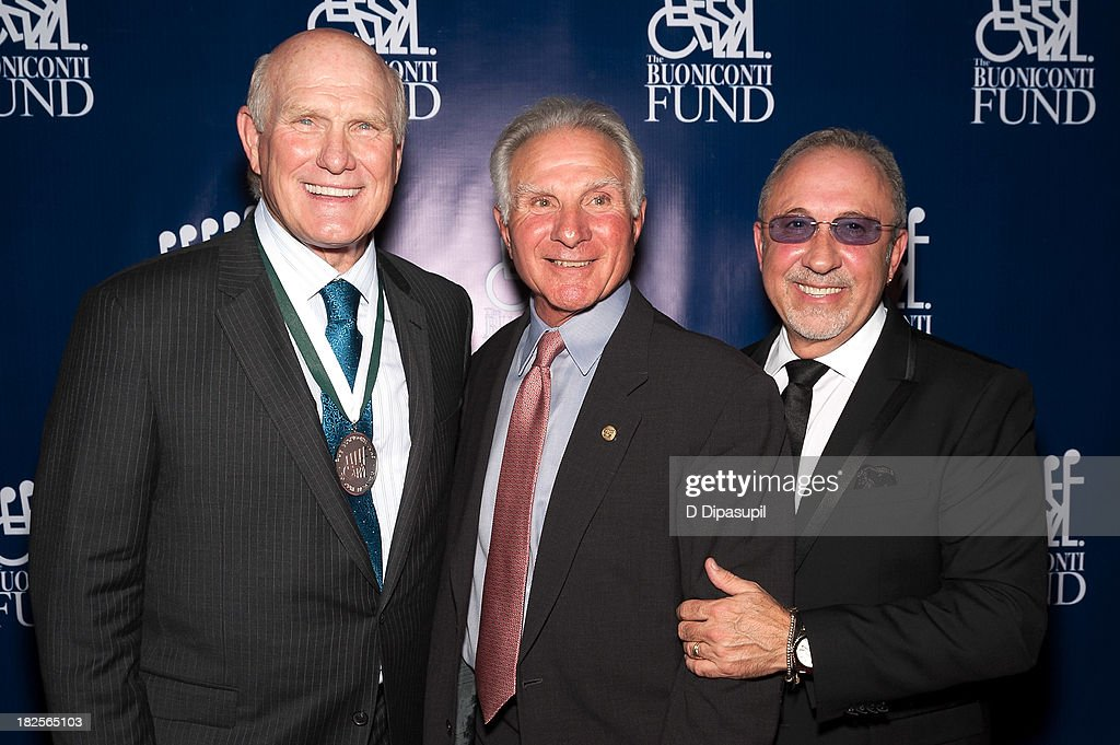 <a gi-track='captionPersonalityLinkClicked' href=/galleries/search?phrase=Terry+Bradshaw&family=editorial&specificpeople=204175 ng-click='$event.stopPropagation()'>Terry Bradshaw</a>, <a gi-track='captionPersonalityLinkClicked' href=/galleries/search?phrase=Nick+Buoniconti&family=editorial&specificpeople=795070 ng-click='$event.stopPropagation()'>Nick Buoniconti</a>, and <a gi-track='captionPersonalityLinkClicked' href=/galleries/search?phrase=Emilio+Estefan&family=editorial&specificpeople=210517 ng-click='$event.stopPropagation()'>Emilio Estefan</a> attend the 28th annual Great Sports Legends Dinner to Benefit The Buoniconti Fund To Cure Paralysis at The Waldorf=Astoria on September 30, 2013 in New York City.
