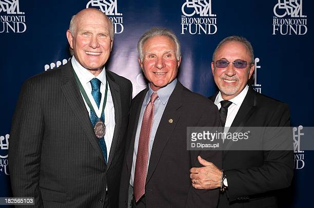 Terry Bradshaw Nick Buoniconti and Emilio Estefan attend the 28th annual Great Sports Legends Dinner to Benefit The Buoniconti Fund To Cure Paralysis...
