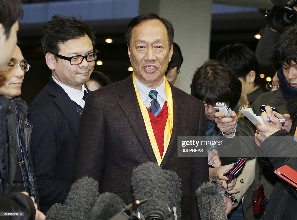 Taiwan's Foxconn 'definitely bidding' for Toshiba chip business