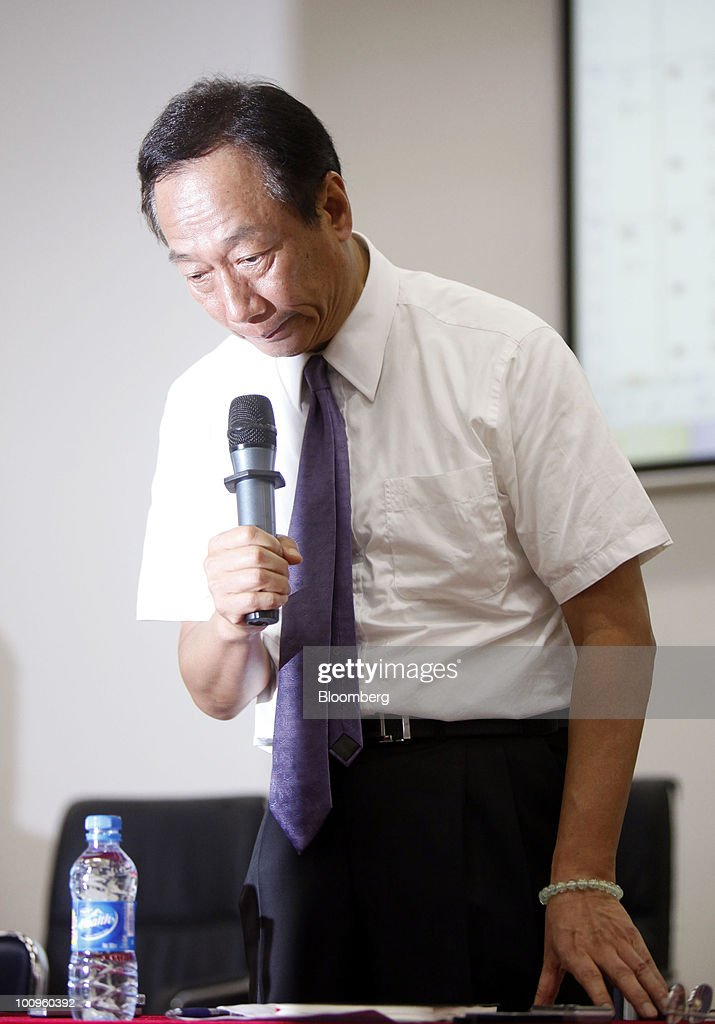 Terry Gou, founder and chairman of Hon Hai Group, bows his head during a news conference at the company's Foxconn plant in Shenzhen, Guangdong province, China, on Wednesday, May 26, 2010. Gou said nine of the 11 company workers who either committed suicide or attempted to had worked at the company less than a year, and six had been employed for less than a half-year. Photographer: Qilai Shen/Bloomberg via Getty Images