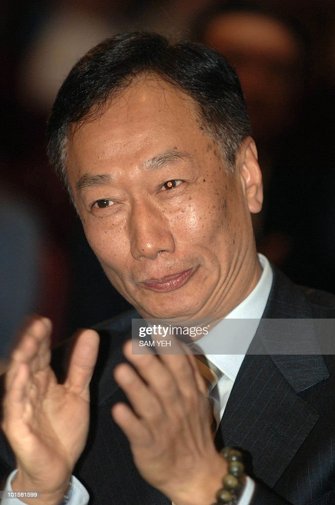 Terry Guo, founder of the Foxconn Electronics Inc. claps during the celebration of the company's 30th anniversary in Taipei, 25 October 2006. The world's fourth-largest branded personal computer vendor said 25 October it is confident of attaining its goal of bumping rival Lenovo and becoming the world's number three PC brand in 2007. AFP PHOTO/Sam YEH