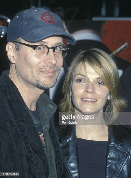 Terry Kinney and Kathryn Erbe attend the premiere of 'Gosford Park' on December 3 2001 at the Ziegfeld Theater in New York City
