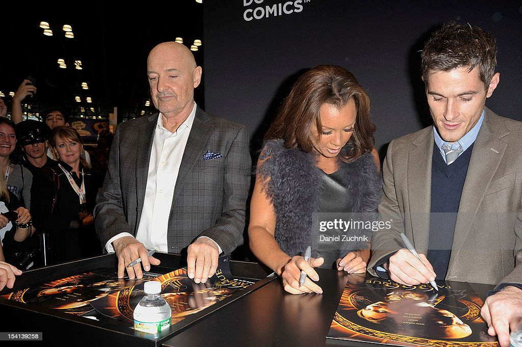 <a gi-track='captionPersonalityLinkClicked' href=/galleries/search?phrase=Terry+O%27Quinn&family=editorial&specificpeople=613081 ng-click='$event.stopPropagation()'>Terry O'Quinn</a>, Vanessa Williams and <a gi-track='captionPersonalityLinkClicked' href=/galleries/search?phrase=Dave+Annable&family=editorial&specificpeople=539105 ng-click='$event.stopPropagation()'>Dave Annable</a> attend the 2012 New York Comic Con at the Javits Center on October 14, 2012 in New York City.
