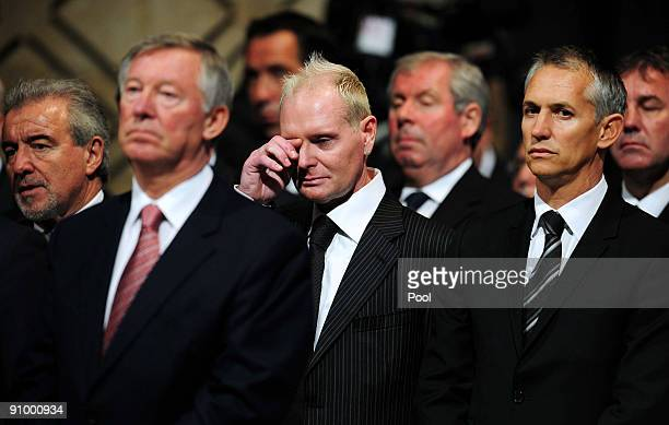 Terry Venables Alex Ferguson Paul Gascoigne and Gary Lineker during the Sir Bobby Robson Memorial Service at Durham Cathedral on September 21 2009 in...