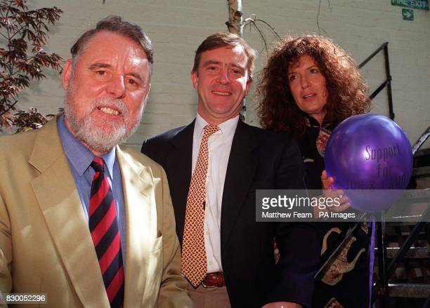 Terry Waite John McCarthy and Anita Roddick who are campaigning for the freedom of Camilla Carr and John James British hostages held in Chechnya in...