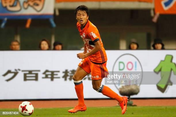 Teruki Hara of Albirex Niigata in action during the JLeague J1 match between Albirex Niigata and Jubilo Iwata at Denka Big Swan Stadium on July 1...