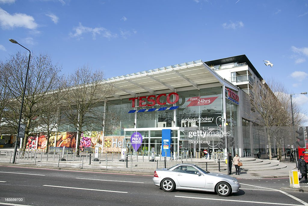 A Tesco Plc supermarket store is seen in the borough of Kensington in London, U.K., on Tuesday, March 12, 2013. Tesco Plc, the U.K.'s largest grocer launched a 'Price Promise', its latest initiative offering to match the price of customers' purchases to that of it's rivals, including Wal-Mart Stores Inc.'s ASDA. Photographer: Simon Dawson/Bloomberg via Getty Images