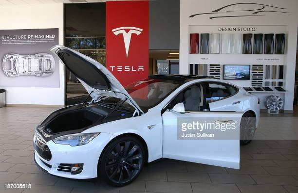 Tesla Model S car is displayed at a Tesla showroom on November 5 2013 in Palo Alto California Tesla will report third quarter earnings today after...