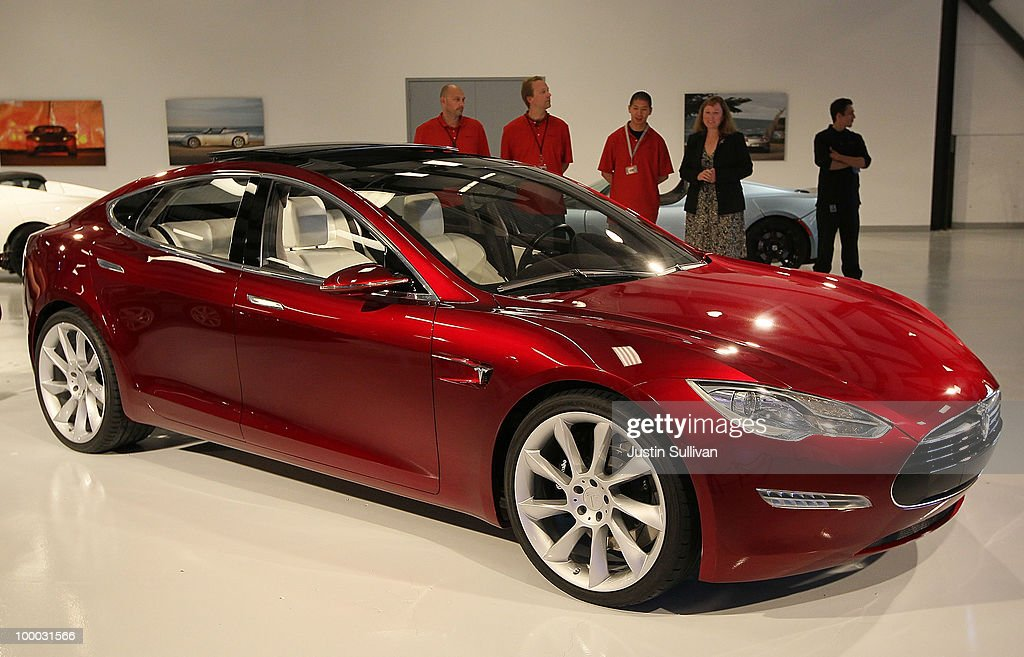 A Tesla Motors Model S is displayed in the Tesla showroom before a news conference at Tesla Motors headquarters May 20, 2010 in Palo Alto, California. Electric car maker Tesla Motors is set to annoucne a partnership with Japanese automaker Toyota to make electric cars in California.