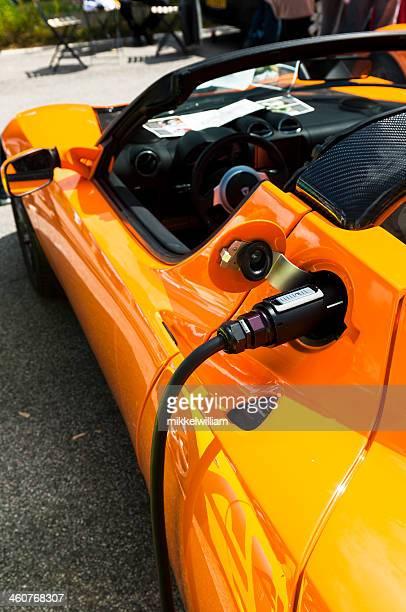 Tesla Roadster Sport ist berechnet mit Elektrizität