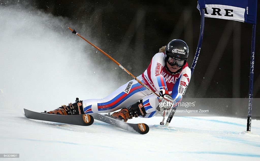 <a gi-track='captionPersonalityLinkClicked' href=/galleries/search?phrase=Tessa+Worley&family=editorial&specificpeople=855344 ng-click='$event.stopPropagation()'>Tessa Worley</a> of France takes 1st place during the Audi FIS Alpine Ski World Cup Women's Giant Slalom on December 12, 2009 in Are, Sweden.