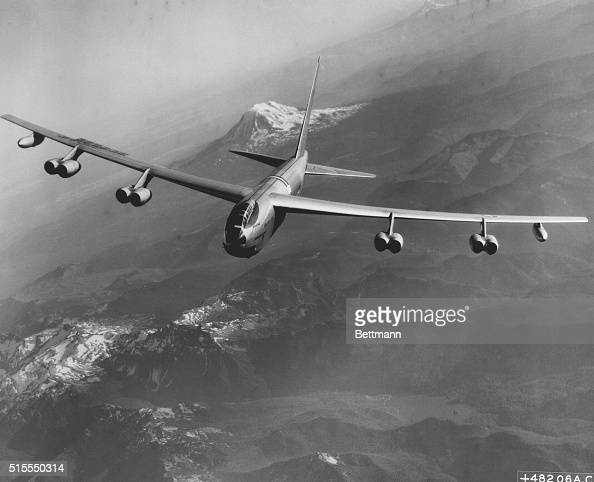 Test flight of a Boeing B52 Stratofortress Like the B47 Stratojet this aircraft is capable of speeds of more than 600 miles per hour