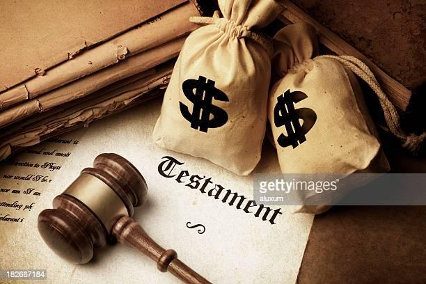Testament Marteau de juge et des sacs avec le Symbole du dollar