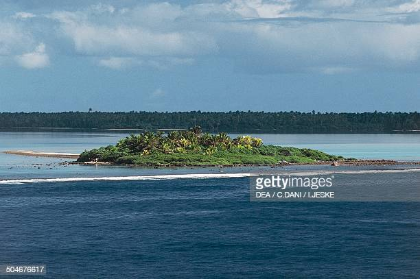 Tetiaroa atoll belonged to Marlon Brando Society Islands French Polynesia Overseas Territory of France