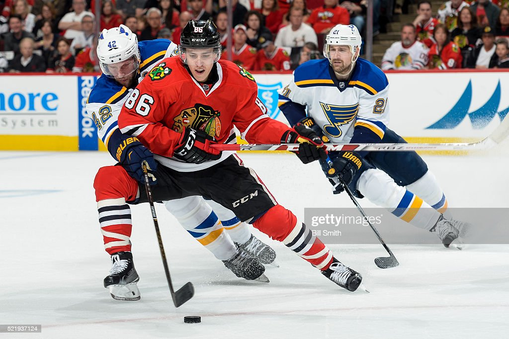 Teuvo Teravainen #86 of the Chicago Blackhawks and <a gi-track='captionPersonalityLinkClicked' href=/galleries/search?phrase=David+Backes&family=editorial&specificpeople=2538492 ng-click='$event.stopPropagation()'>David Backes</a> #42 of the St. Louis Blues chase the puck in front of <a gi-track='captionPersonalityLinkClicked' href=/galleries/search?phrase=Patrik+Berglund&family=editorial&specificpeople=540481 ng-click='$event.stopPropagation()'>Patrik Berglund</a> #21 in the first period of Game Three of the Western Conference Quarterfinals during the 2016 NHL Stanley Cup Playoffs at the United Center on April 17, 2016 in Chicago, Illinois.