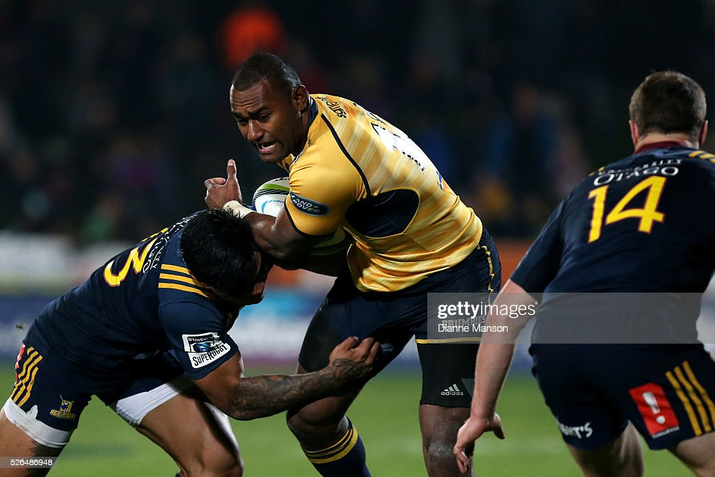 <a gi-track='captionPersonalityLinkClicked' href=/galleries/search?phrase=Tevita+Kuridrani&family=editorial&specificpeople=7612194 ng-click='$event.stopPropagation()'>Tevita Kuridrani</a> of the Brumbies (C) in the tackle of <a gi-track='captionPersonalityLinkClicked' href=/galleries/search?phrase=Malakai+Fekitoa&family=editorial&specificpeople=9630619 ng-click='$event.stopPropagation()'>Malakai Fekitoa</a> (L) of the Highlanders during the Super Rugby round ten match between the Highlanders and Brumbies at Rugby Park on April 30, 2016 in Invercargill, New Zealand.