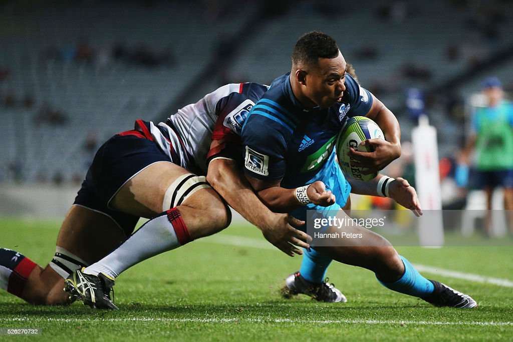 <a gi-track='captionPersonalityLinkClicked' href=/galleries/search?phrase=Tevita+Li&family=editorial&specificpeople=10115742 ng-click='$event.stopPropagation()'>Tevita Li</a> of the Blues dives over to score a try during the Super Rugby round ten match between the Blues and the Melbourne Rebels at Eden Park on April 30, 2016 in Auckland, New Zealand.