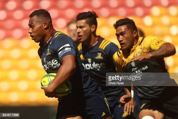 Tevita Li of the Highlanders make a break during the Rugby Global Tens match between Highlanders and Hurricanes at Suncorp Stadium on February 12...