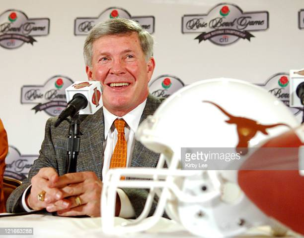 Texas coach Mack Brown at the Rose Bowl National Championship Trophy presentation at the Beverly Hilton in Beverly Hills Calif on Thursday January 5...
