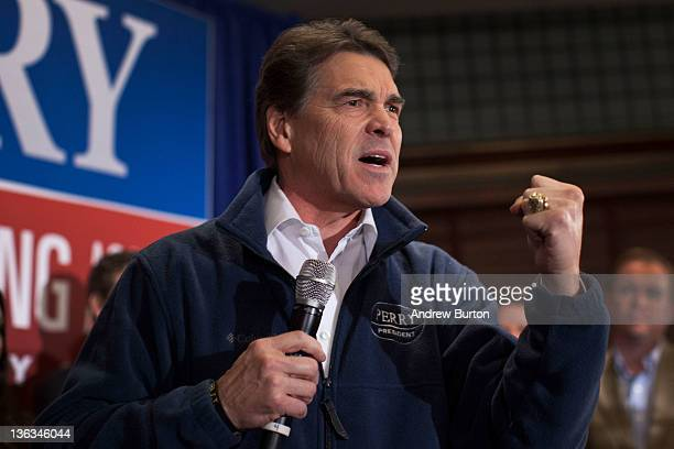 Texas Governor and Republican presidential candidate Rick Perry speaks at the Hotel Pattee on January 2 2012 in Perry Iowa The GOP presidential...