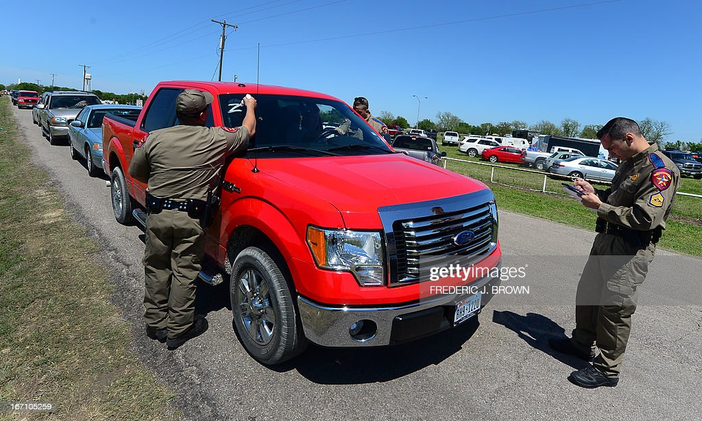 Texas Highway Patrol officers take down details and mark the vehicle of residents being allowed to return to their destroyed homes near the site of the April 17 fertilizer plant blast in West, Texas, on April 20, 2013. Investigators have been treating the blast site as a crime scene, although authorities say the blast was likely caused by a fire at the West Fertilizer Company, and access to the area has been restricted untl today with residents allowed to return. AFP PHOTO/Frederic J. BROWN