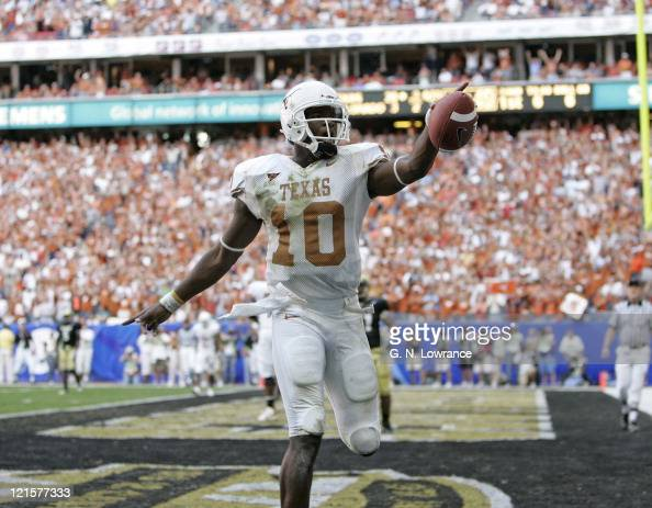 Texas Longhorns quarterback Vince Young waves to the crowd during action against the Colorado Buffalos in the Big 12 Championship at Reliant Stadium...