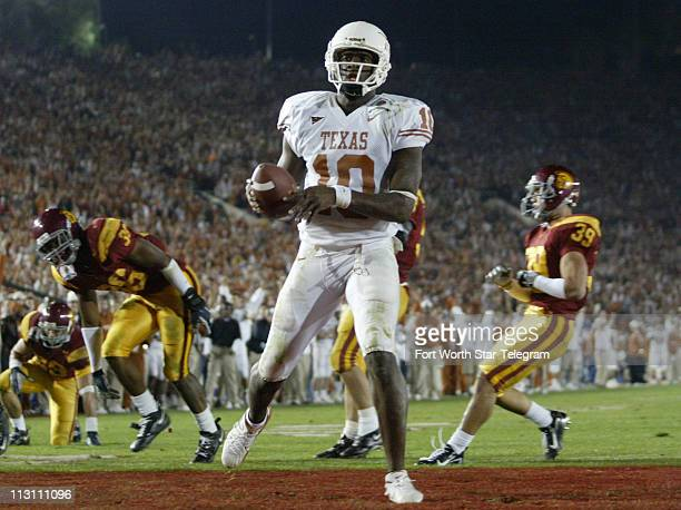 Texas quarterback Vince Young scores in the 4th quarter as No 2 Texas beat No 1 USC 4138 Wednesday January 4 2006 in the Rose Bowl in Pasadena...