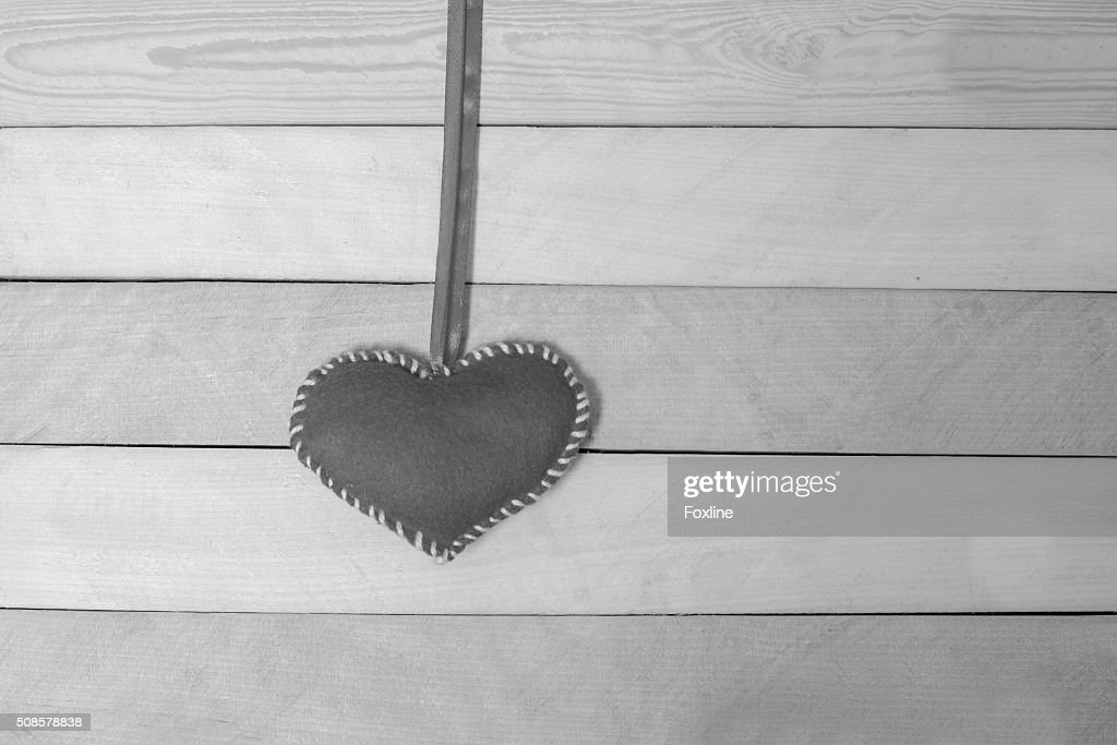 Textile red heart on a wooden texture : Stockfoto