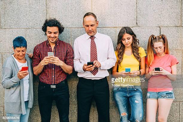 SMS a età diverse