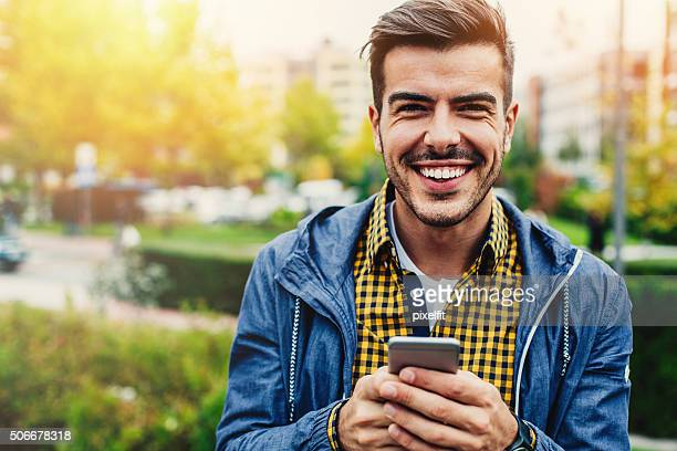 SMS mit einem Lächeln an Freunde