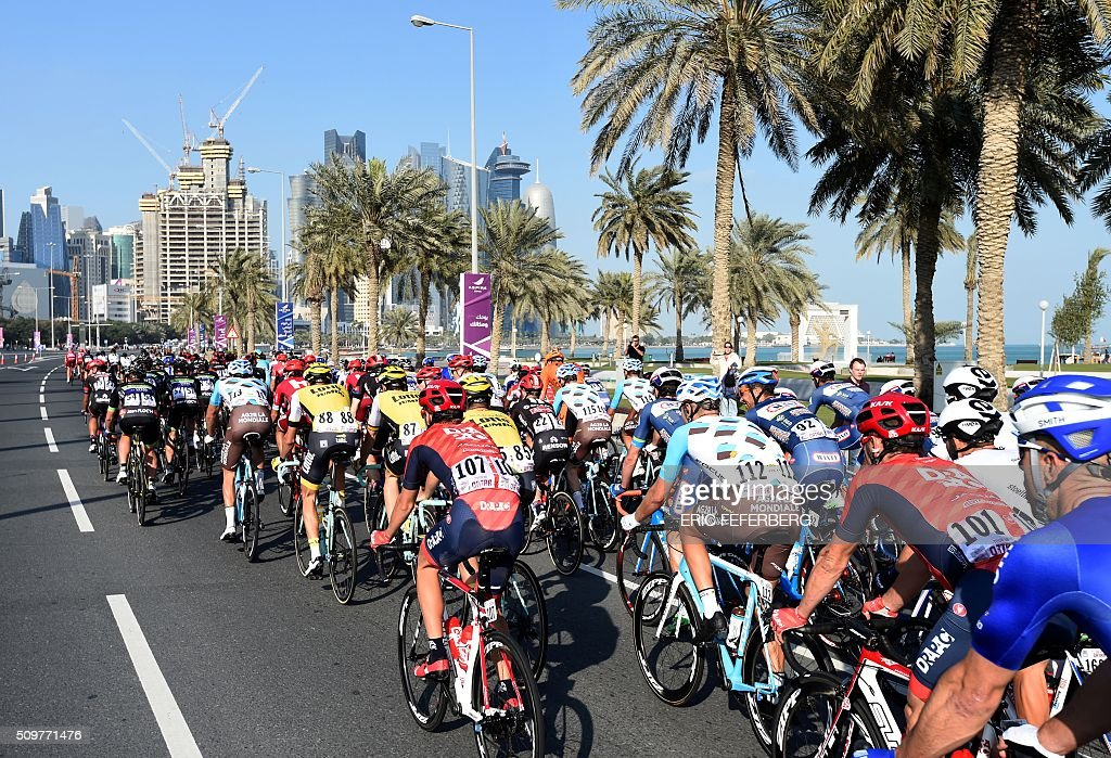 Tha pack rides in front of Doha skyline during the 5th and final stage of the 15th Tour of Qatar, between Sealine Beach Resort and Doha Corniche, on February 12, 2016, in Qatar. / AFP / ERIC FEFERBERG