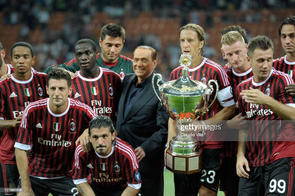Tha players of AC Milan and AC Milan chairman <a gi-track='captionPersonalityLinkClicked' href=/galleries/search?phrase=Silvio+Berlusconi&family=editorial&specificpeople=201842 ng-click='$event.stopPropagation()'>Silvio Berlusconi</a> celebrate after winning the Berlusconi Trophy during the Berlusconi Trophy match between AC Milan and Juventus FC at Giuseppe Meazza Stadium on August 21, 2011 in Milan, Italy.