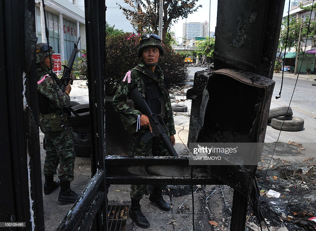 Thai army soldiers secure Din Daeng down
