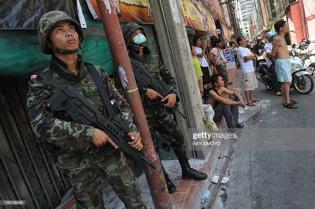 Thai army soldiers secure Din Daeng downtown Bangkok on May 21, 2010. Thailand picked up the pieces after violence and mayhem triggered by a crackdown on anti-government protests, as the focus swung to recovery and reconciliation in a divided nation. AFP PHOTO / Bay ISMOYO