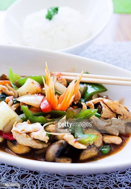 Basilico tailandese pollo e Ciotola di riso jasmine