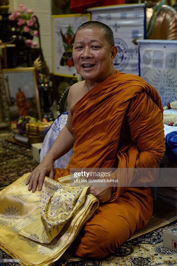 Thai Buddhist monk Phra Prommangkalachan, who had blessed Leicester City football players, smiles during a press conference at the Traimitr Withayaram Woraviharn Temple in Bangkok on May 3, 2016. The Buddhist monk who has blessed Leicester City's players and stadium said he prayed deep into the night as the Foxes pulled off one of the biggest ever sporting shocks by winning the English Premier League. Phra Prommangkalachan, who has travelled to the Midlands club several times with its billionaire Thai owner, said he was praying during second-placed Tottenham Hotspur's 2-2 draw at Chelsea, which gave Leicester the title. / AFP / LILLIAN