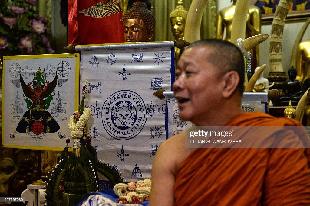 Thai Buddhist monk Phra Prommangkalachan, who had blessed Leicester City football players, talks during a press conference at the Traimitr Withayaram Woraviharn Temple in Bangkok on May 3, 2016. The Buddhist monk who has blessed Leicester City's players and stadium said he prayed deep into the night as the Foxes pulled off one of the biggest ever sporting shocks by winning the English Premier League. Phra Prommangkalachan, who has travelled to the Midlands club several times with its billionaire Thai owner, said he was praying during second-placed Tottenham Hotspur's 2-2 draw at Chelsea, which gave Leicester the title. / AFP / LILLIAN