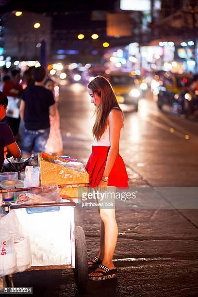 Acquistando un dolce tailandese cibo