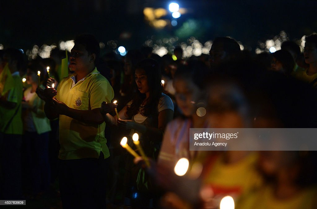 Thai citizens light candles at Sanam Luang to celebrate the 86th birthday of King Bhumibol Adulyadej on December 5, 2013 in Bangkok, Thailand.