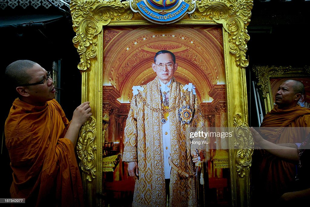 Thai monks look at a portrait of Thai King Bhumibol Adulyadej on December 2, 2012 in Bangkok, Thailand. Thai King Bhumibol Adulyadej will celebrate his 85th birthday on December 05 and make public appearance from the balcony of the Ananta Samakhom Throne Hall in Bangkok.
