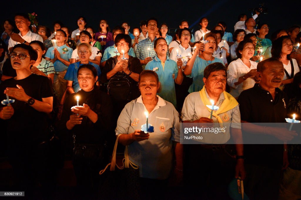 Thai people hold up candles during the birthday of Thailand's Queen Sirikit at Bangkok, Thailand, 12 August 2017.