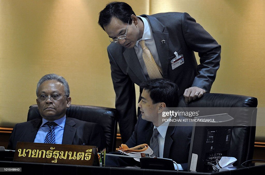 Thai Prime Minister Abhisit Vejjajiva (R) talks with deputy premier Suthep Thaugsuban (L) and Finance Minister Korn Chatikavanij (C) during the no-confidence vote at Parliament in Bangkok on June 2, 2010. Thailand's prime minister easily survived a parliamentary no-confidence vote over his handling of deadly protests by anti-government 'Red Shirts'.