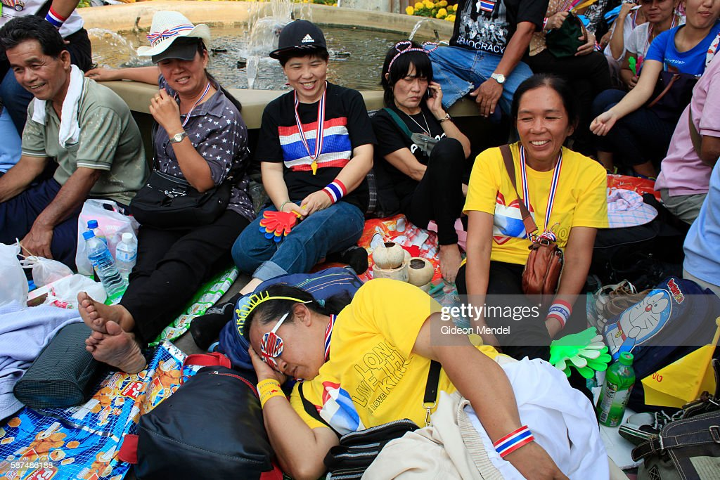 Thai Prime Minister Yingluck Shinawatra dissolved parliament on Monday and called a snap election but antigovernment protest leaders pressed ahead...