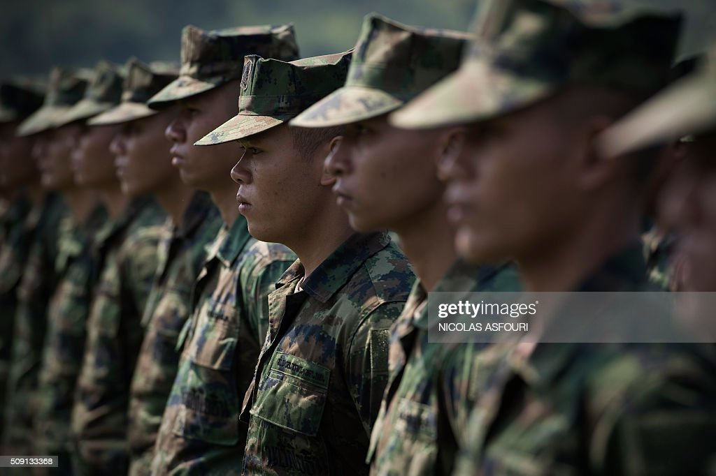 Thai soldiers stand at attention during the opening ceremony of the annual Cobra Gold 2016 military exercises in Sattahip on February 9, 2016. Thailand and the US jointly host Cobra Gold, Asia's largest military exercise, from February 9 to 20. AFP PHOTO / Nicolas ASFOURI / AFP / NICOLAS ASFOURI