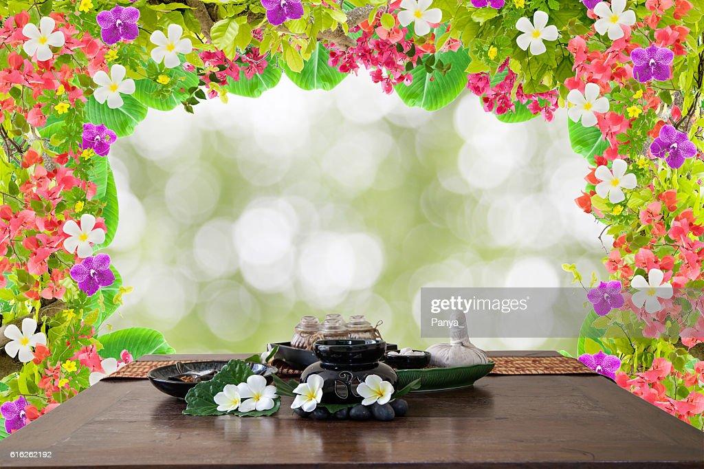 Thai spa massage setting herbal compress balls : Foto de stock