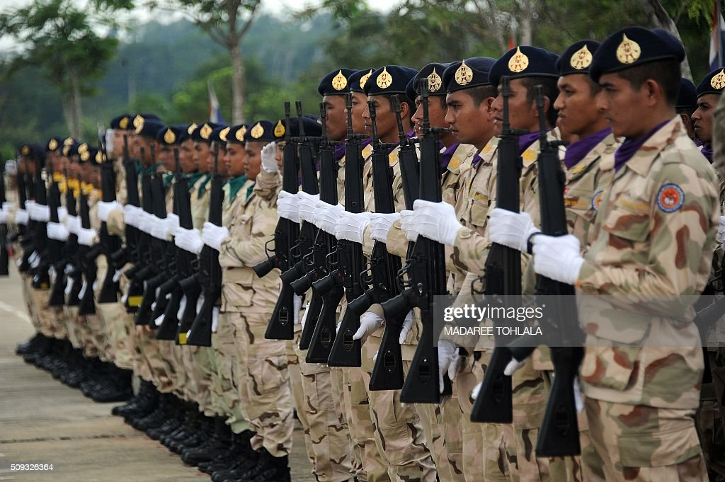 Thai territorial division volunteers stand at attention during a ceremony marking 'Volunteers' Day' in Thailand's restive southern province of Narathiwat on February 10, 2016. AFP PHOTO / Madaree TOHLALA / AFP / MADAREE TOHLALA